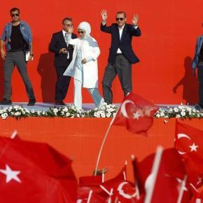 «Ηγεμονική» φιέστα από Ερντογάν & βολές κατάπάντων