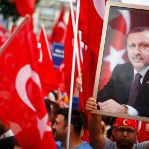 Πάνω από 50.000 διαδηλωτές υπέρ του Ερντογάν στην ΚολωνίαΦωτογραφίες.