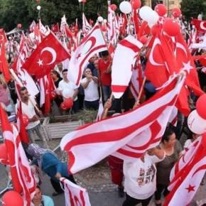 Διαδήλωση στήριξης Ερντογάν με απουσία Ακιντζί σταΚατεχόμενα