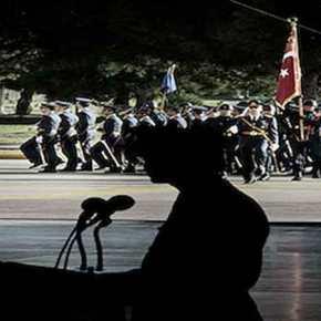 """""""Κι αν του κάτσει""""; Η """"βίαιη αναδιοργάνωση"""" του στρατεύματος από τον Ερντογάν και οι ελληνικέςανησυχίες"""