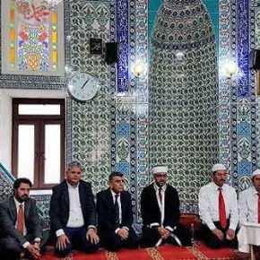"""Κυβερνητικός βουλευτής σε προσευχή για τους Τούρκους που """"έπεσαν"""" σφάζοντας στην Σμύρνη το1922!"""
