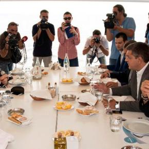 Τι συζήτησαν στο γεύμα σε ψαροταβέρνα Τσίπρας, Τζιτζικώστας και Μπουτάρης ΠΟΛΥ ΚΑΛΟ ΚΛΙΜΑ, ΘΕΤΙΚΗ ΕΝΕΡΓΕΙΑ ΚΑΙ ΟΥΣΙΑΣΤΙΚΗΚΟΥΒΕΝΤΑ