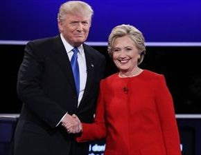 Debate: Η Χίλαρι στην επίθεση, ο Τραμπ στηνάμυνα