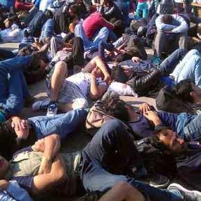 Καραφλιάσαμε : Ακόμη και «μισθό -επίδομα» απαιτούν οι δήθεν «Πρόσφυγες» στα Τρίκαλα!(video)