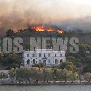 Μεγάλη φωτιά σε εξέλιξη στη Λέρο – Απειλεί το hot spot και τοθεραπευτήριο