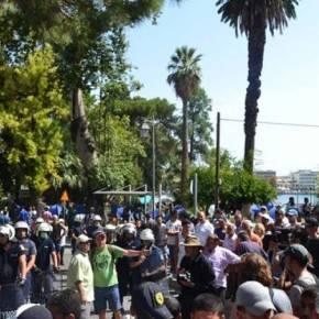 Λέσβος: Πάλι χάος στη Μόρια – 300 μετανάστες συγκρούστηκαν με την Αστυνομία ΑΝΑΨΑΝ ΜΕΓΑΛΕΣ ΠΥΡΚΑΓΙΕΣ ΣΤΑ ΕΛΑΙΟΚΤΗΜΑΤΑ ΕΞΩ ΑΠΟ ΤΟ ΗΟΤ SPOTBNTEO
