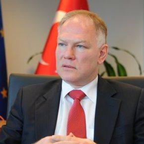 Τούρκος πρέσβης στην ΕΕ: Οι Έλληνες δεν στέλνουν πολλούς πρόσφυγες πίσω στηνΤουρκία