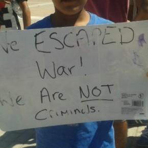 Ειρηνικές διαμαρτυρίες προσφύγων σε Χίο καιΛέσβο