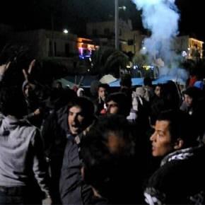 ΑΠΙΣΤΕΥΤΕΣ ΚΑΤΑΣΤΑΣΕΙΣ Χαμός στη Χίο: ΜΑΤ, πρόσφυγες και μετανάστες «έπνιξαν» με χημικά και έδειραν εκατοντάδες Χιώτες(βίντεο)