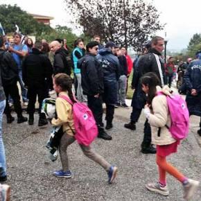 Περίπου10.000 παιδιά προσφύγων θα φοιτούν σε ελληνικά δημοτικά σχολεία ενώ η χώρα καταρρέει οικονομικά για 7ηχρονιά