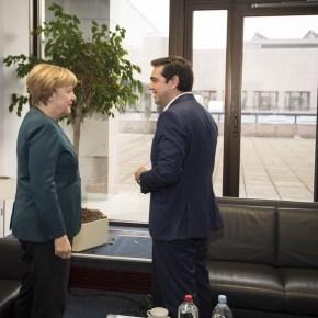Αόριστες υποσχέσεις και όχι συγκεκριμένες δεσμεύσεις για το θέμα του ελληνικού χρέους πήρε ο πρωθυπουργός στις συναντήσεις που είχε με τον Φρανσουά Ολάντ και την ΆνγκελαΜέρκελ.