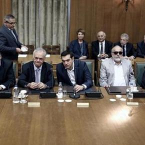 Reuters: Ποιους θα «θυσιάσει» ο Τσίπρας στον ανασχηματισμό για τοχρέος