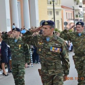Φωτό από τη στρατιωτική παρέλαση στη Σάμο για την 104η επέτειο ένωσης του νησιού με τηνΕλλάδα