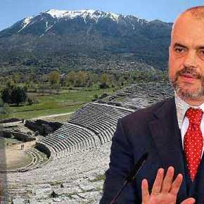 Βγάζει και γλώσσα το Αλβανό …Που είσαι Στρατηγέ Δήμου με τους Καταδρομείς σου να τουςαφαλοκόψεις!