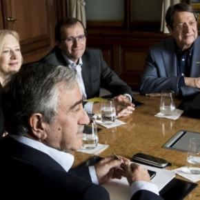 Αντιμέτωποι με την πιο δύσκολη καμπή της διαδικασίας που ξεκίνησε τον Φεβρουάριο του 2014 και είχε στόχο να οδηγήσει σε λύση το Κυπριακό μέχρι το τέλος του 2016, είναι οι δυο ηγέτες στην Κύπρο, ο Προέδρος Νίκος Αναστασιάδης και ο Μουσταφά Ακιντζι, καθώς η αδυναμία κατάληξης σε συμφωνία στο Μον Πελεράν απειλεί να υπονομεύσει το μομέντουμ που είχε δημιουργηθεί  τόσο στους πολίτες Ελληνοκύπριους και Τουρκοκύπριους όσο και στον διεθνήπαράγοντα.