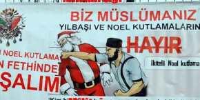 Πρόκληση στην Κωνσταντινούπολη με πανό όπου ο Αη Βασίληςτρώει…ξύλο!
