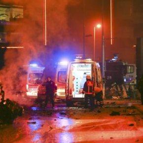 Τουρκία: Τα Γεράκια για την Απελευθέρωση του Κουρδιστάν ανέλαβαν την ευθύνη της επίθεσης «Οι δύο σύντροφοί μας έπεσαν ηρωικά σαν μάρτυρες σε αυτή την επίθεση», ανέφεραν οι ΤΑΚ σε ανακοίνωσή τους στην οποία ανέλαβαν την ευθύνη της αιματηρήςεπίθεσης