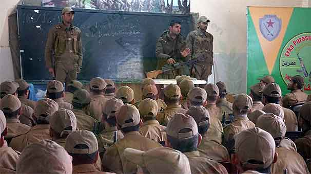 abd-li-askerlerin-ypg-li-teroristleri-egittigi-yeni-goruntuler-ortaya-cikti-8318158