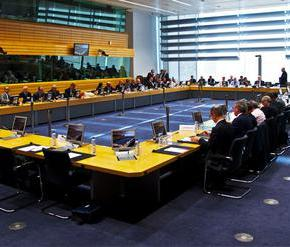 Bloomberg: «Οι δανειστές συμφώνησαν να κλείσει η δεύτερη αξιολόγηση χωρίς νομοθέτηση νέων μέτρων»ΘΑ ΕΠΕΚΤΑΘΕΙ ΓΙΑ ΕΝΑΝ ΧΡΟΝΟ Ο «ΚΟΦΤΗΣ» – ΣΙΓΟΥΡΟΙ ΟΤΙ ΔΕΝ ΘΑ ΕΝΕΡΓΟΠΟΙΗΘΕΙ ΣΤΗΝ ΚΥΒΕΡΝΗΣΗ ΛΟΓΩ ΤΗΣ ΔΥΝΑΜΙΚΗΣ ΤΗΣΟΙΚΟΝΟΜΙΑΣ