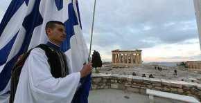 ΙΕΡΟΤΕΛΕΣΤΙΑ στην Ακρόπολη! Η πρώτη έπαρση Σημαίας για το 2017 από τους Εύζωνες!ΦΩΤΟ