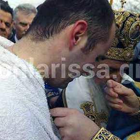 Νεαρός υπαξιωματικός έπιασε τον Σταυρό και ξέσπασε σε κλάματα – Εντυπωσιακές εικόνες και βίντεο από τον εορτασμό των Θεοφανείων σε όλη την Ελλάδα(UPD)