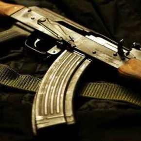 ΕΚΤΑΚΤΟ: Πυροβόλησαν αστυνομικό των ΜΑΤ έξω από τα γραφεία του ΠΑΣΟΚ(upd)