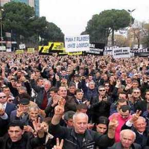 Τίρανα: Χιλιάδες διαδηλωτές ζήτησαν την παραίτηση του Έντι Ράμα(βίντεο)