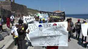 Τα «παιδιά» του Σόρος σε δράση – «Ακτιβιστές» στην Λέσβο σε πορεία υπέρ των μεταναστών – Ξέφραγο αμπέλι ηχώρα