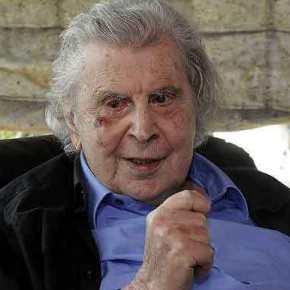 Συγκλονιστικός Μίκης Θεοδωράκης: «Σας αποχαιρετώ, δυστυχώς δε μπορώ να σας καλέσω στηνκηδεία…»