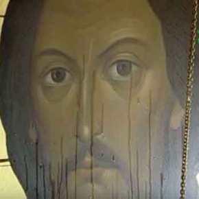 Τα σημεία πληθαίνουν… Δυο εικόνες στην Αγία Πετρούπολη εκχέουν θυαματουργικόλάδι