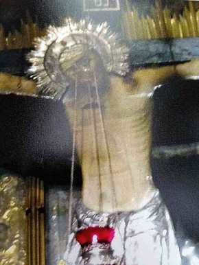 O Εσταυρωμένος στο Γολγοθά άνοιξε τα μάτια του! Δείτε τιςφωτογραφίες