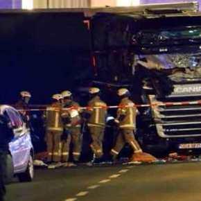 ΕΚΤΑΚΤΟ: Φορτηγό αυτοκτονίας με ισλαμιστή οδηγό «θέρισε» ανθρώπους στη Στοκχόλμη! – Τουλάχιστον 3 νεκροί (φωτό &βίντεο)