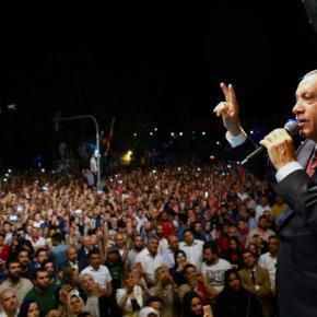 Τουρκία: Ο Ερντογάν απαντά καταγγέλλοντας «νοοτροπία σταυροφόρων» – Χιλιάδες Τούρκοι στουςδρόμους