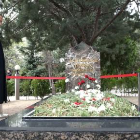 Δημοψήφισμα – Τουρκία: Ο Ερντογάν στον τάφο του ιδρυτή των ΓκρίζωνΛύκων