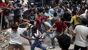 Ο Guardian προειδοποιεί: Επίκειται γενικευμένη εξέγερση λαθρομεταναστών στα «hotspots»