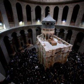 Αντωνία Μοροπούλου: Τι είδαμε όταν ανοίξαμε τον Τάφο του Χριστού [Εικόνες]Το εσωτερικό του Πανάγιου Τάφου, ο χαραγμένος σταυρός και η πλάκα από ασβεστόλιθο: Kαρέ – καρέ oι ιστορικές στιγμές αποκλειστικά στοTheTOC.