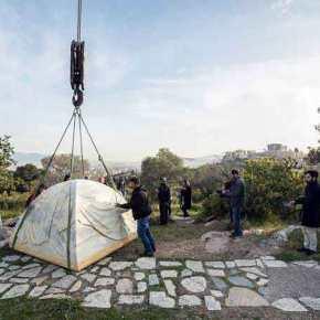 """Σχέδιο αποϊεροποίησης Ελληνικών Μνημείων: Η μαρμάρινη σκηνή του… """"αγνώστου πρόσφυγα"""" απέναντι από τονΠαρθενώνα!"""