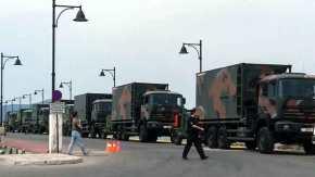 ΕΚΤΑΚΤΟ – Ατελείωτες στρατιωτικές φάλαγγες αποβιβάζουν τα αρματαγωγά στα νησιάμας