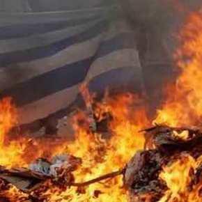 Αλβανοί του UÇÇ έκαψαν την ελληνική σημαία στους Άγιους Σαράντα – Φόβοι για πογκρόμ κατά τωνΕλλήνων