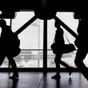 Τα μνημόνια ερημώνουν την Ελλάδα: Η πλειοψηφία των μαθητών ετοιμάζεται για σπουδές και εργασία στοεξωτερικό