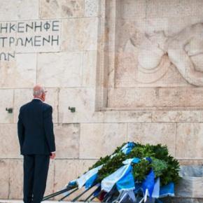 Βίτσας: Τίμησε την επέτειο της λήξης του Β' ΠΠ με στεφάνι στον ΆγνωστοΣτρατιώτη