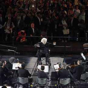 «Ολη η Ελλάδα για τον Μίκη – 1.000 Φωνές»: Συναυλία τιμής στον Θεοδωράκη που διηύθυνε και δύο τραγούδια του(βίντεο)