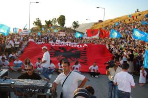 Αποθρασύνονται οι ακραίοι κύκλοι της Αλβανίας – Πορεία Τσάμηδων στα ελληνικά σύνορα για να τιμήσουν τη…γενοκτονία!