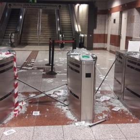 Βάνδαλοι τα έκαναν γυαλιά-καρφιά στο σταθμό του Μετρό «Κεραμεικός»-φωτό