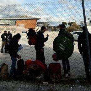 Ελληνικό: Επιχείρηση της ΕΛ.ΑΣ για την απομάκρυνση τωνπροσφύγων