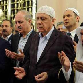 Κατέρρευσε την ώρα που προσευχόταν σε τζαμί ο Ρ. Τ. Ερντογάν! – Τί συμβαίνει με την υγεία του; (φωτό,βίντεο)