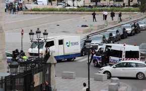 Συναγερμός στο Παρίσι: Αστυνομικοί πυροβόλησαν άνδρα που τους επιτέθηκε μεσφυρί