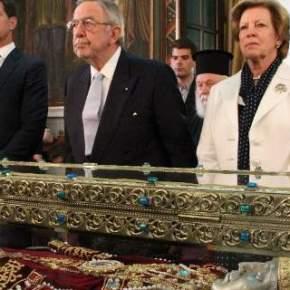 Ο τέως με την Αννα-Μαρία και τον Παύλο προσκύνησαν το ιερό λείψανο της ΑγίαςΕλένης