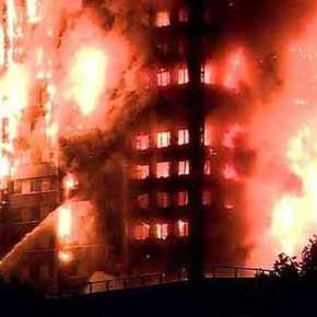 """Εικόνες και μαρτυρίες 11ης Σεπτεμβρίου από το Λονδίνο και τον φλεγόμενο""""πύργο"""""""