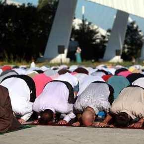Έκαναν τη Θεσσαλονίκη τζαμί οι μουσουλμάνοι – Ζητούν από τον Αλλάχ τέμενος και στην συμπρωτεύουσα(βίντεο)